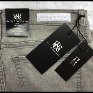 NWT  Ladies Rock Revival Gray 10 Skinny Jeans ♥️